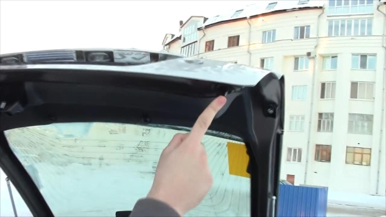 Изношена резинка крышки багажника на приоре