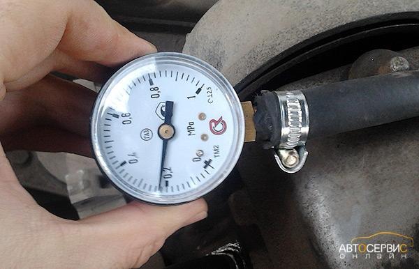 меряем давление топлива в рейке