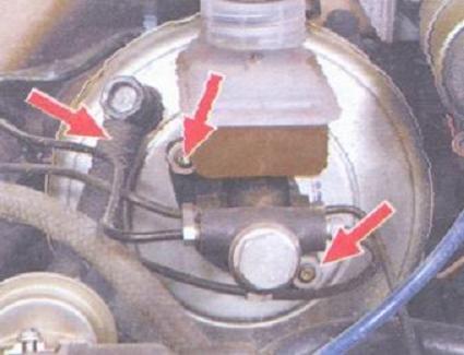 как поменять вакуумный насос на Лада Калина